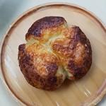 ミナトベーカリー - 「チーズくるみ」130円税込