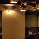 焼肉yamazon - 店内:洞窟レストランみたいなプライベート感
