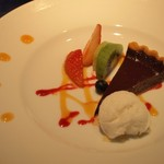 """焼肉yamazon - """"デザート:ベルギーチョコレートとフランボワーズのタルト&ココナッツソルベ"""""""