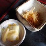 大城 - ピリ辛の白菜漬けとピリ辛のもやしのあえ物