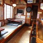 大城 - 左側の入口から入ると寿司屋さん風の店内。