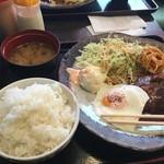 東京厨房 - でみたまハンバーグ煮込み定食