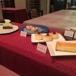 レストラン・タカノ - ケーキを選んでください