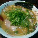 楽縁 - 料理写真:豚骨煮干しラーメン600円(税込)のねぎ多め