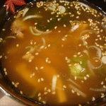 悟空 - つけ麺のスープ、ぬるいうえに何味なんだって感じです