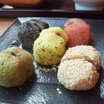 Woo Cafe - 五色餅(芋・緑豆・白ごま・黒ごま・ニッキ)