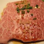 焼肉ハウス - 特上カルビ(三角バラ)のアップ