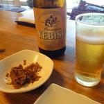 丹三郎 - ビールとおつまみ(かつおの出汁がら)
