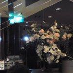 ローズルーム名古屋 - ゴージャスに生けられた花