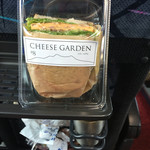 チーズガーデン那須ファクトリー - チーズ入りのオムレツのサンドウィッチ