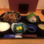 づけ丼屋 桜勘 - カンパチのあら炊き定食(700円)