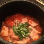 黒十 - 鮭、いくらの釜飯