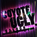 COYOTE UGLY SALOON - 店舗前右側