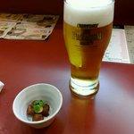 まるおか - プレミアムモルツの生ビールと突きだし