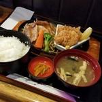 ごはんや くぼっち - 料理写真:「豚バラしょうが焼き&ヒレカツ(2枚) (850円)」
