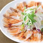 横浜大飯店 - 雲白肉 名前の由来のとおり、雲のように豚肉を薄く切り、自家製のピリ辛ラー油だれをかけました。