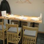 吟醸マグロ - テーブル席