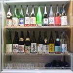 吟醸マグロ - 飲み放題の日本酒が入ってる冷蔵庫