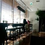 サザコーヒー - 南に面したカウンター席