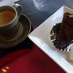 アルプス - 料理写真:ショコラケーキ・ブレンドコーヒー