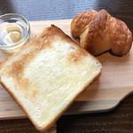 63111484 - 『感動のハニー&バタートースト』600円