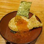 和ガリコ - たい焼きの形をしたおにぎりにうにやいくらを添えた「焼きウニぎり」400円に+100円でいくらをトッピング!