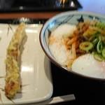 丸亀製麺 - とろ玉うどん 並 410円 (ちくわ天110円)