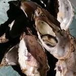 中山牡蠣養殖所 - 焼牡蠣、本日の中では小振りな牡蠣