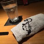 元祖博多めんたい重 - 元祖博多めんたい重(福岡県福岡市中央区西中洲)おしぼり・水