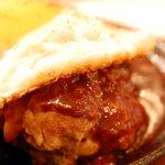 洋食屋BOSCA - 料理写真:ハンバーグアップ めちゃ分厚い