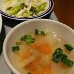 63123673 - スープとサラダ。スープはコンソメとトムヤムクンから選べます。