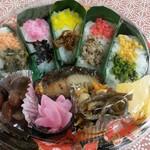 膳処くろひめ - 糸魚川は名物の郷土料理、笹ずし。盛り付けスタイルも地区別に違います。