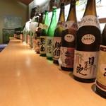 膳処くろひめ - ドリンク写真:日本酒にこだわります。地酒は加賀の井を除く全銘柄、精選から大吟醸、生貯蔵種、季節の四合瓶ボトルまでご用意あります。