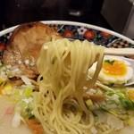 あじさい - 麺は細めのストレートで、やや固めの茹で加減