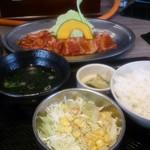 焼肉食堂 韓丼 京都八幡店 - カルビ&ハラミ定食全貌