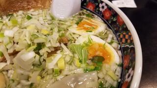 あじさい 本店 - スープに散りばめられている水菜が美しい