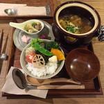 温土 - 今月のおすすめランチ 手羽元入りサンラータンスープ