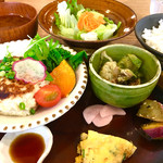 温土 - 温土A定食 ドリンク付き¥1000  (鶏と豆腐のハンバーグ自家製ゆずぽん)