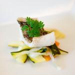 リコス・キッチン - アミューズはよく炙ったマスのエスカベッシュ