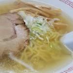 バスラーメン - あっさり目で鶏ガラベースのスープ