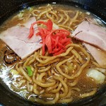 麺家 八の坊 - スープがソース色に染まっていく