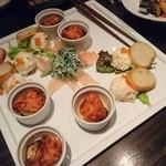 楽蔵 - 【前菜】サーモンのポテトサラダ・バゲット添え、赤鶏の生ハム・翡翠胡麻ソース、クワイと人参のふんわり天