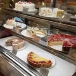 ペイストリー スナッフルス - ショーケースのケーキ