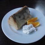 Chiffon Cafe Soie - 03 コーヒーマーブルシフォンケーキ、クリーム添え。多分オレンジはサービス