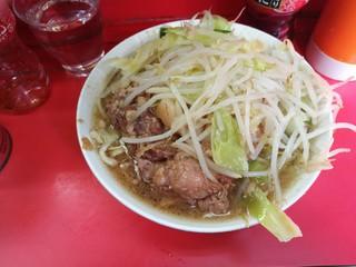 ラーメン二郎 三田本店 - ぶた入りラーメン麺半分