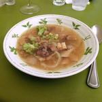 ラディーチェ - 牛スジのスープ仕立て。こんなに優しいコンソメってあるんですね!(≧▽≦)