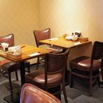 ハマムラ - 店内(テーブル席)