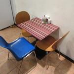 BASTA - ポップなテーブル席♪