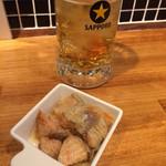 イタめし酒場 viva - お通しのサーモンのエスカベッシュ!スペイン風の南蛮漬けですが、感動して家で作ってみたほど美味しかったです。
