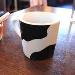 キッチンMO-MO- - カップは牛の模様です